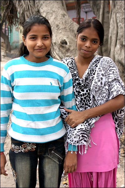 girls - New Delhi, India - Barbara Raisbeck Photography